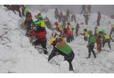 Papa vicino a vittime sisma e maltempo: grazie a soccorritori
